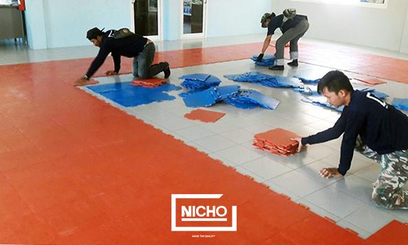 ทีมติดตั้งพื้นยางพาราสนามเด็กเล่น ห้องเด็ก